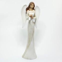 Anjel so srdiečkom v bledých šatách