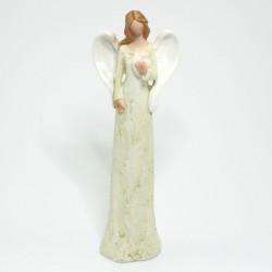 Svetložltý anjel s rukou na srdci