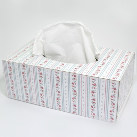 Biela krabička s kvietkami na servítky
